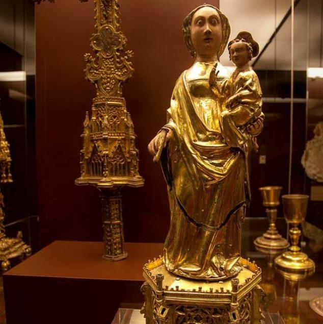 Santa Maria da Oliveira. Escultura em prata dourada e esmaltes. Século XIV.