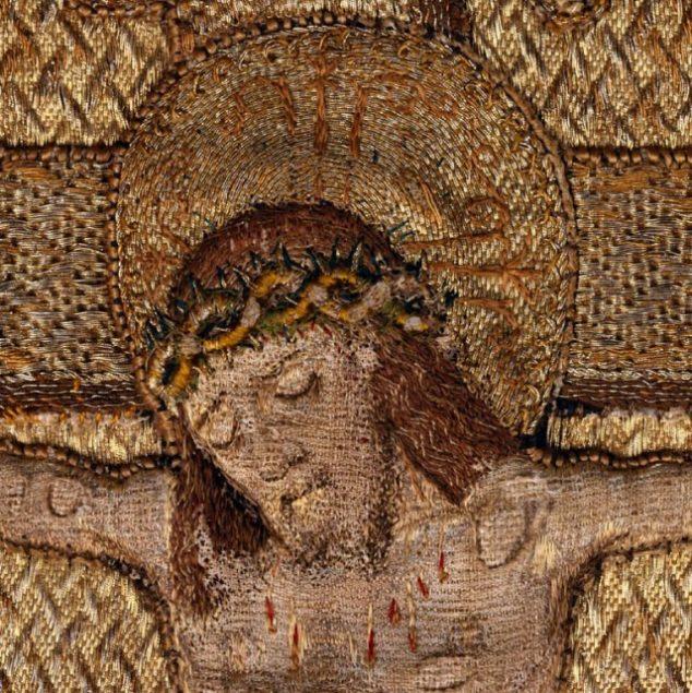 Cristo crucificado. Pormenor da casula de Santo Estevão. Séculos XV a XVI.