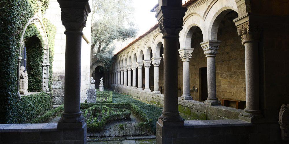 Claustro e jardim do Museu