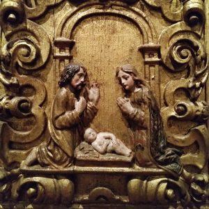 Pormenor da Sagrada Família no retábulo em talha dourada, do século XVIII.