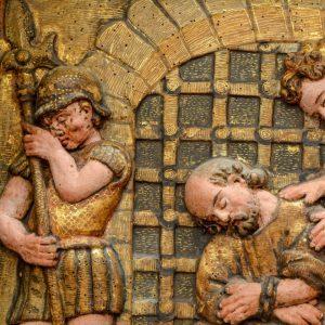 São Pedro na prisão. Pormenor de retábulo em talha dourada policromada. Século XVII.