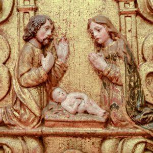 Nascimento do Menino. Pormenor de retábulo em talha dourada e policromada. Século XVII.