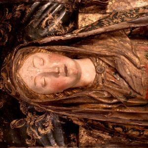 Rosto da Virgem. Pormenor da Escultura em madeira dourada e policromada 'Senhora da Boa Morte'. Século XVII.