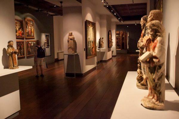 Vista geral da Sala de Pintura e Escultura